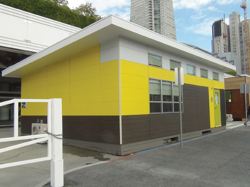 The classrooms exterior cladding consisted of fiber cement boards of varying co