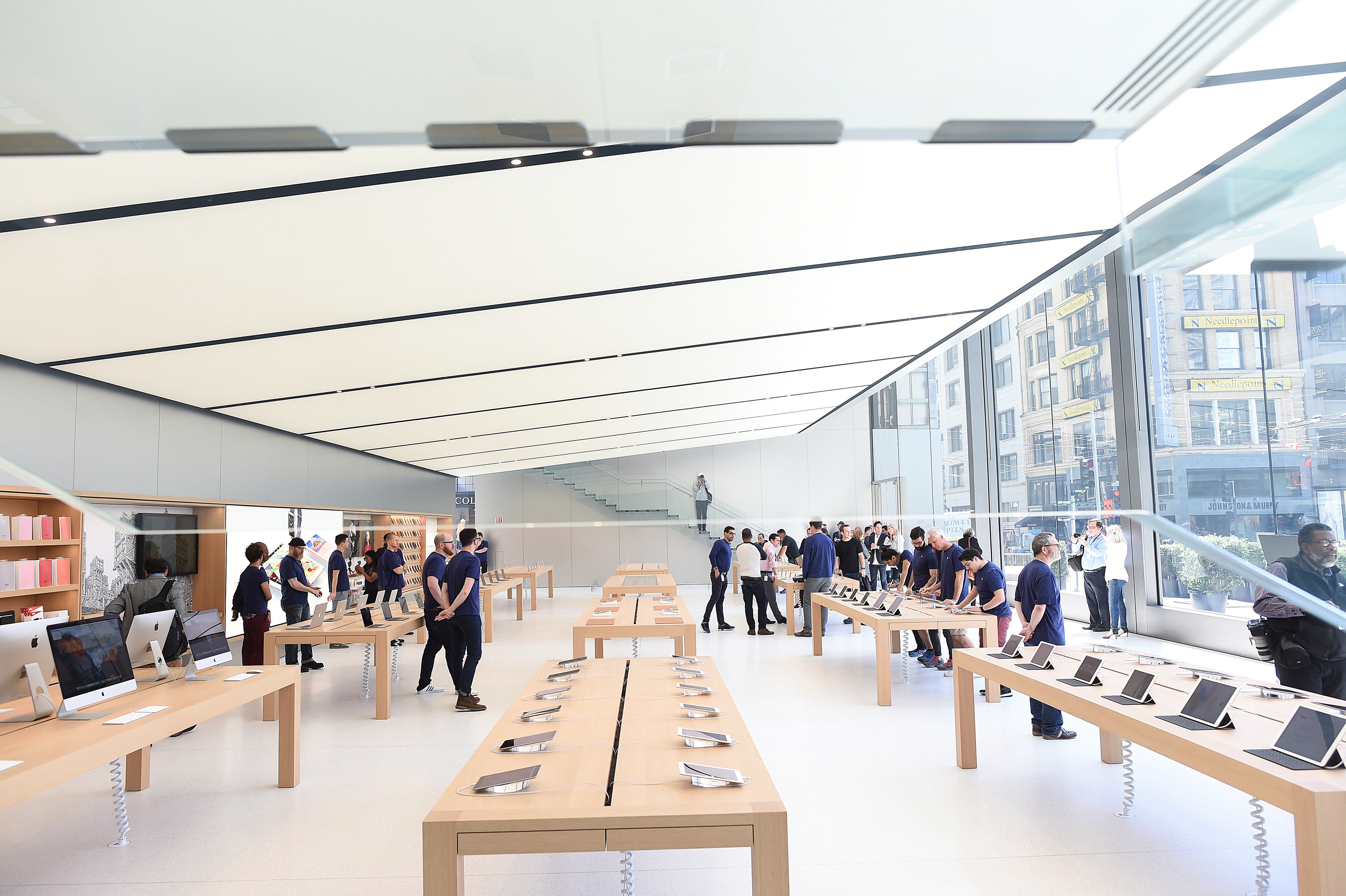 Apple reveals new retail store design in san francisco for Store building design