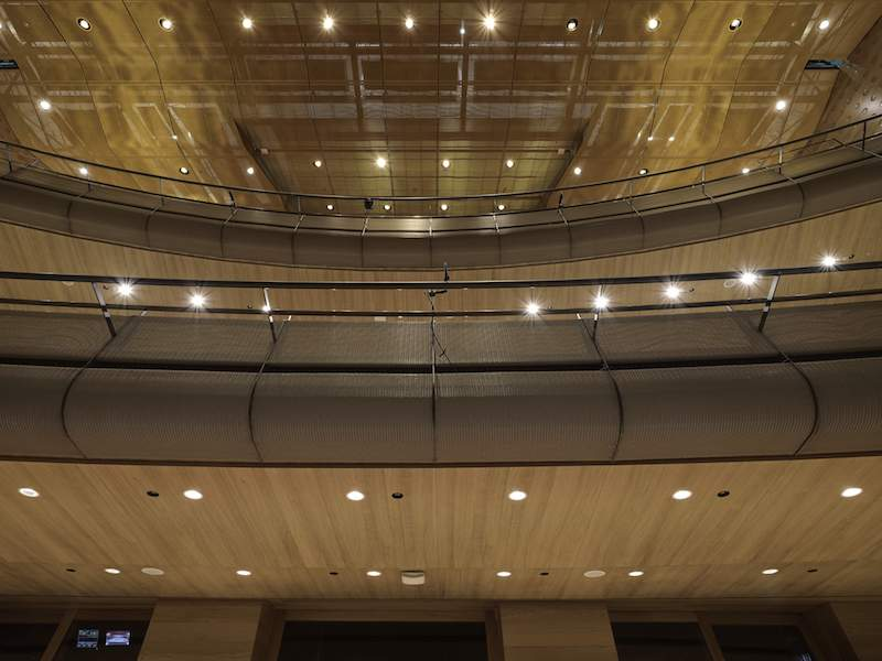 Semitransparent metal fabric by GKD conceil the bare ceiling and the technical installations above of the Koningin Elisabethzaal.
