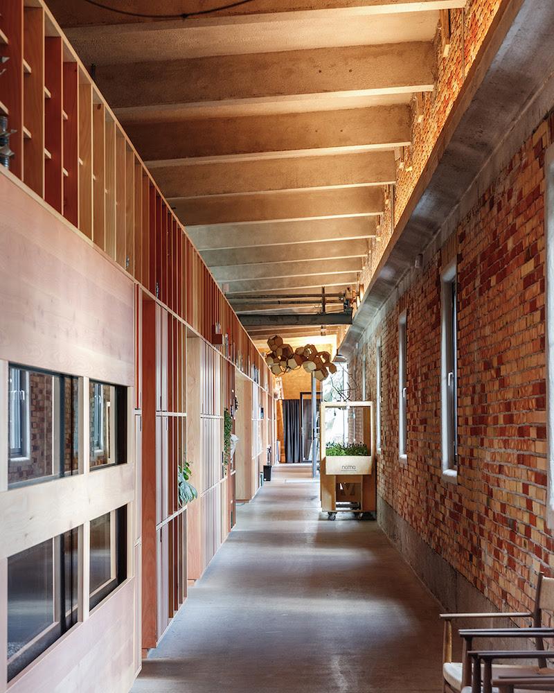 Display hallway