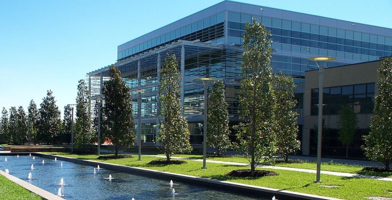 UT Dallas 74,000-sf Student Services Building, the first academic structure in T